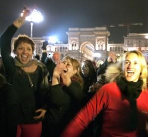 Manifestazione contro il femminicidio in Piazza Duomo. Non abbiamo scelto un'immagine di vittime ma una foto che esprimesse la forza delle donne