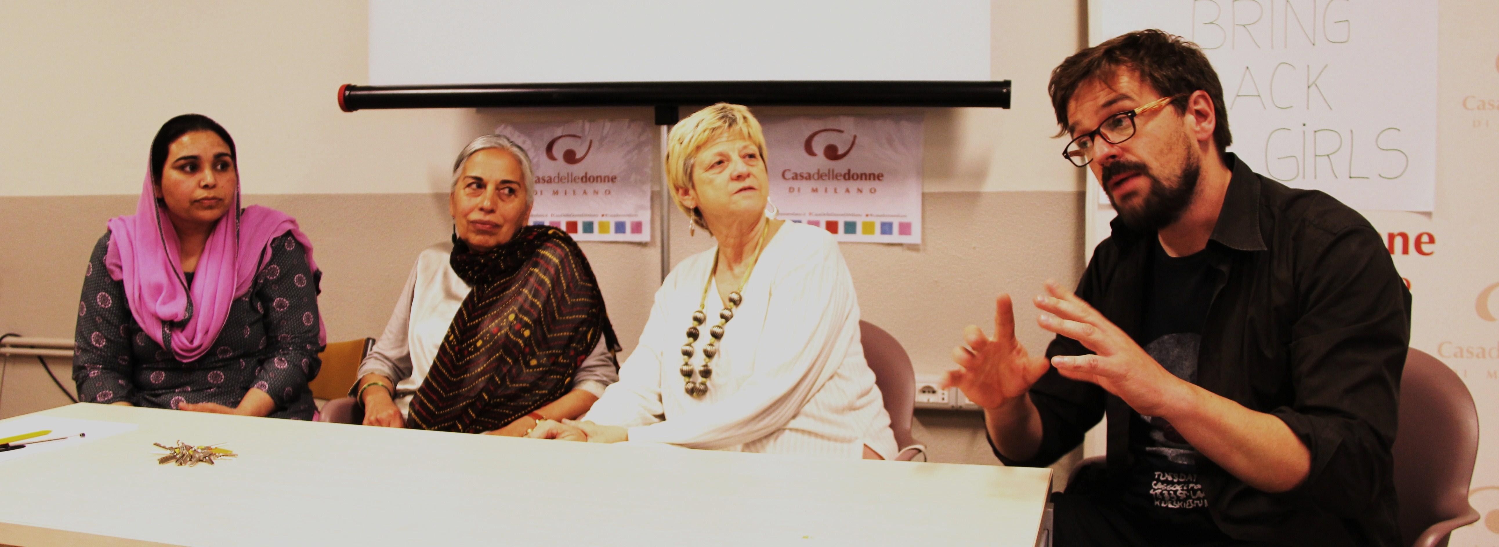 Donne e transgender, i fiori di Islamabad