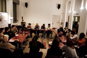 Lea Melandri, al centro, durante l'incontro con NUDM