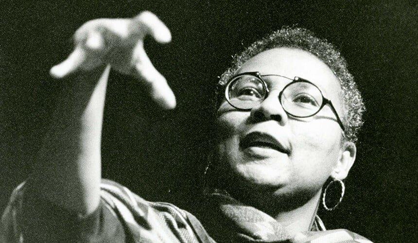 Il pensiero di bell hooks, un femminismo  radicato nella storia e nella cultura nera